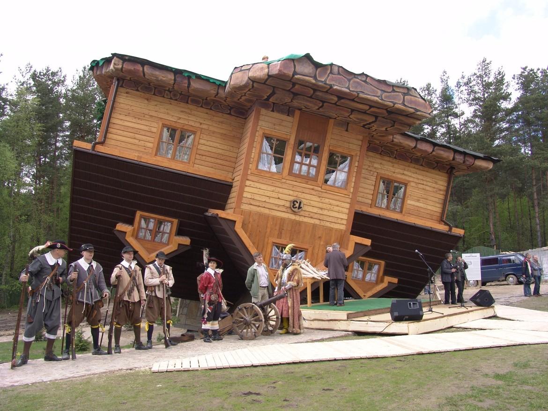 GERARD® Lička šindra Charcoal UPSIDE DOWN HOUSE, POLAND UPSIDE DOWN HOUSE, POLAND